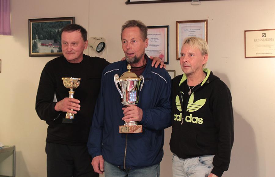 Sikamölkky 2016-mestarit Matti Nykäsen palkittavana